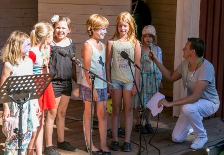 Barn sjöng allsång med Johan Eriksson
